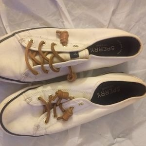 Sperry woman tennis shoes in white. Used